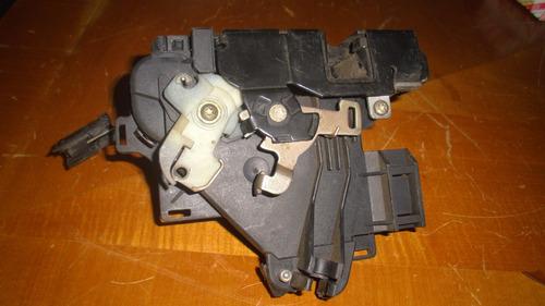 vendo cerradura  trasera izquierda de skoda fabia, año 2005