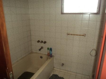 vendo chalet de 4 ambientes dos baños en el palomar !!!!