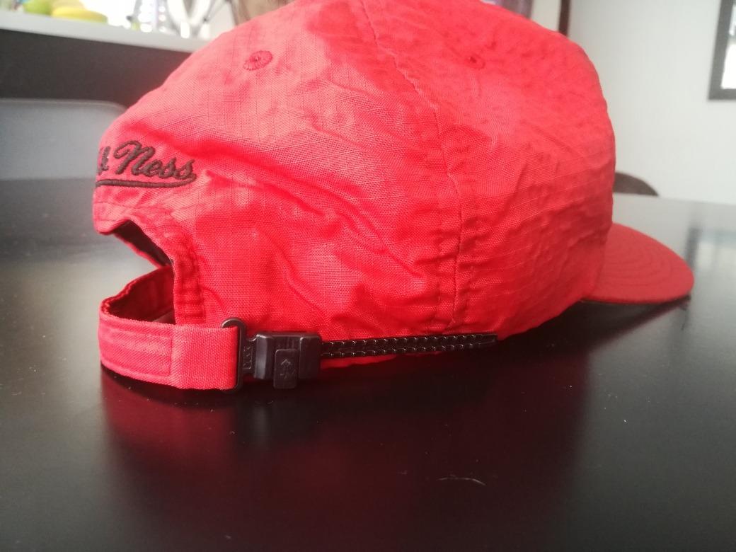 vendo chaqueta adidas originals y gorra de los chicago bulls. Cargando zoom. ece900747c1