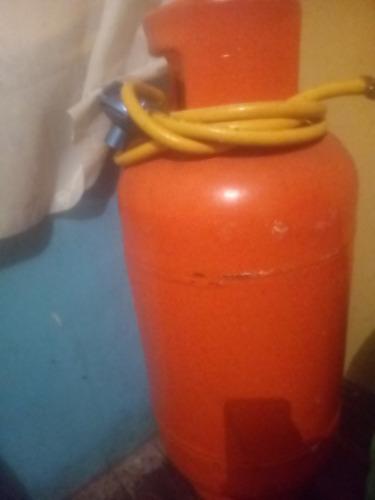 vendo cilindro de gas con su manera completo desocupado