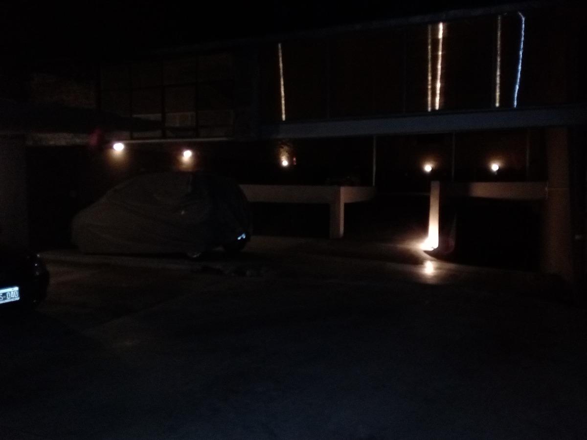 vendo cocheras cubiertas con iluminacion