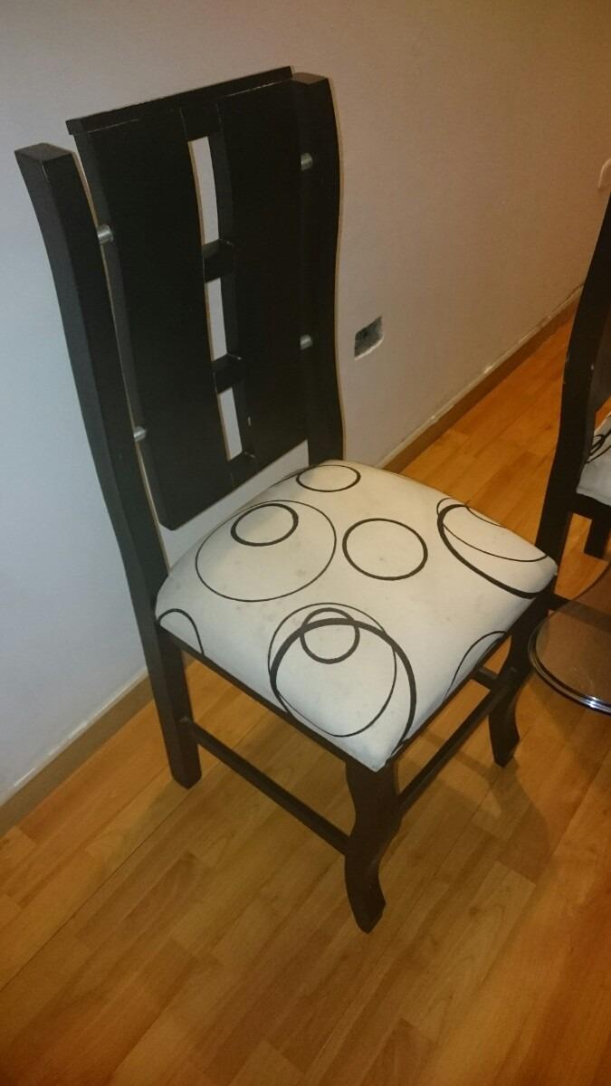 Vendo comedor en vidrio base en madera 4 sillas for Vendo sillas comedor