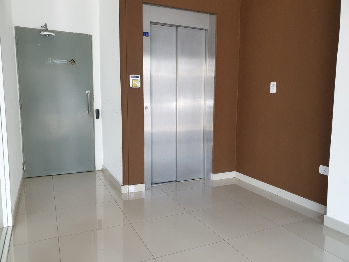 vendo departamento con doble balcon - amplio y luminoso - 1 dormitorio