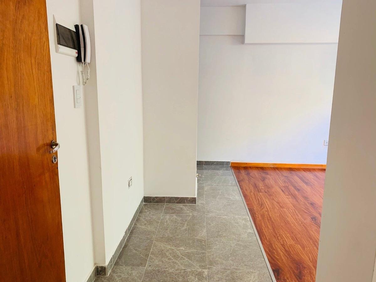 vendo departamento en barrio abasto - entrega inmedita - 1° piso