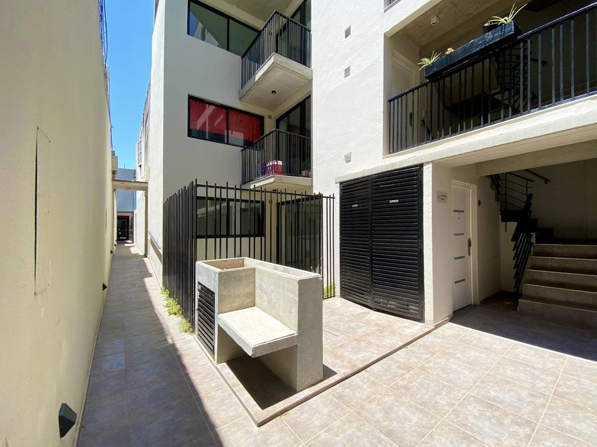 vendo departamento en barrio martin - oportunidad 1 dormitorio a estrenar - pasillo 1° piso muy luminoso