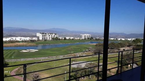 vendo departamento en zibata qro con vista al campo de golf