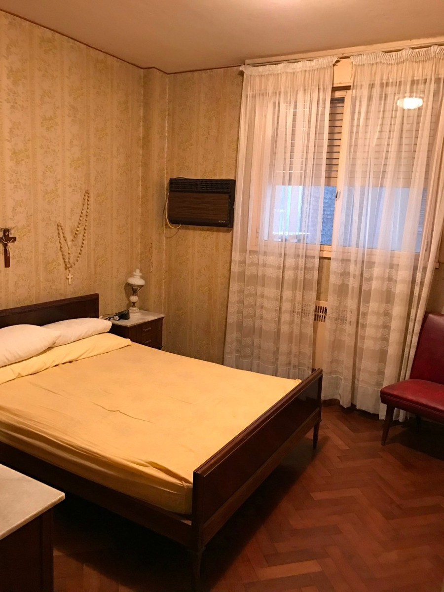 vendo depto antiguo de 3 dormitorios. corrientes 954