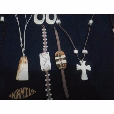 vendo  dijes collares pulseras bisuteria  madera coco etc