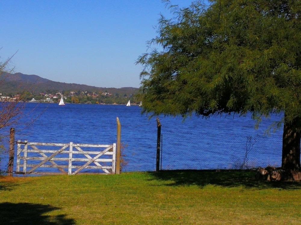 vendo dos casas en mismo terreno con costa al lago