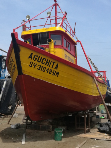 vendo embarcacion puesta en el mar lista para trabajar