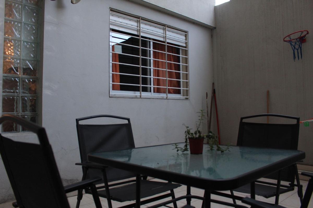 vendo en villa urquiza, semipiso de 4 ambientes con balcón