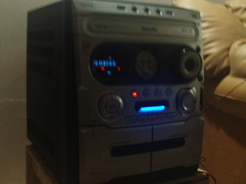 vendo equipo de sonido philips, hay que revisar cd