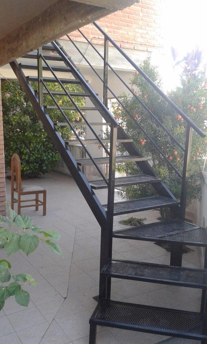 Escalera metalica finest fotos escalera metalica imgenes - Escalera metalica exterior ...