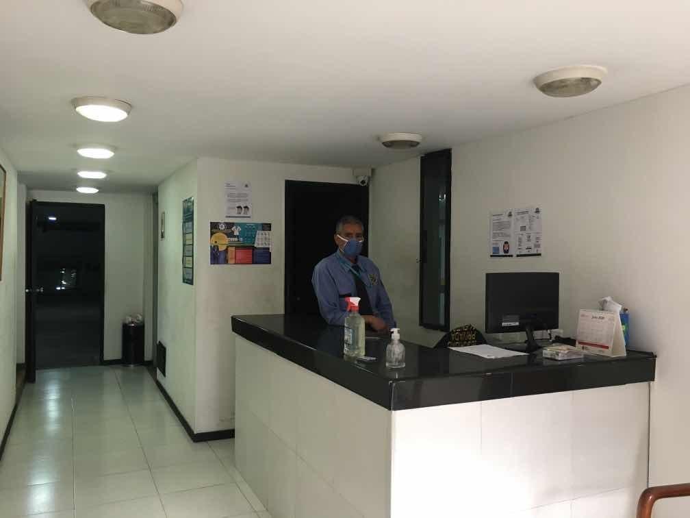 vendo espectacular oficina excelente 3102671933