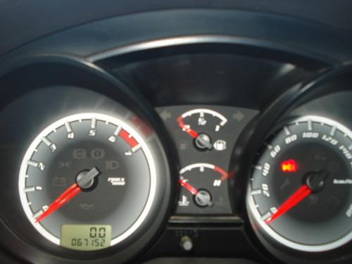 vendo excelente  ford fiesta max  mod:2012
