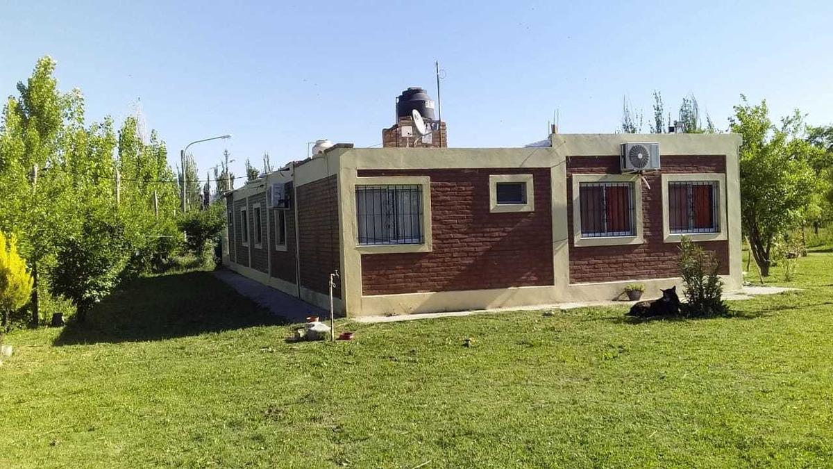 vendo excelente propiedad con parque y pileta !!! apta banco