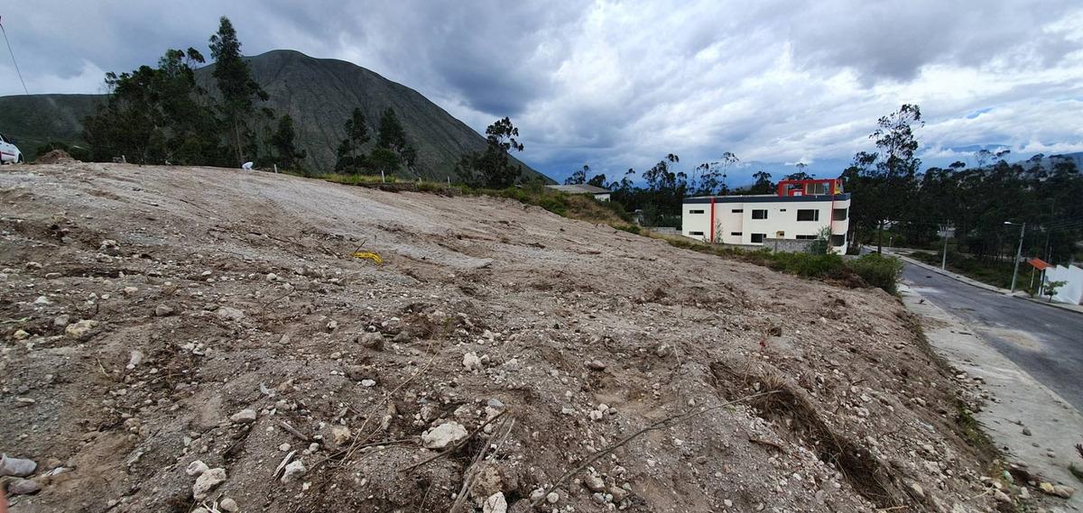 vendo extenso terreno san antonio de pichincha