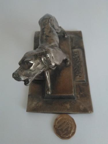 vendo figura de adorno de  metal antigua