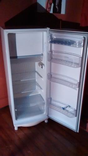 vendo geladeira  consul 300 litros degelo seco 1 ano de uso