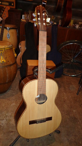 vendo guitarron $ 12000
