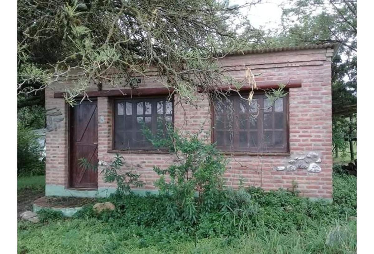 vendo hectarea con 2 casas