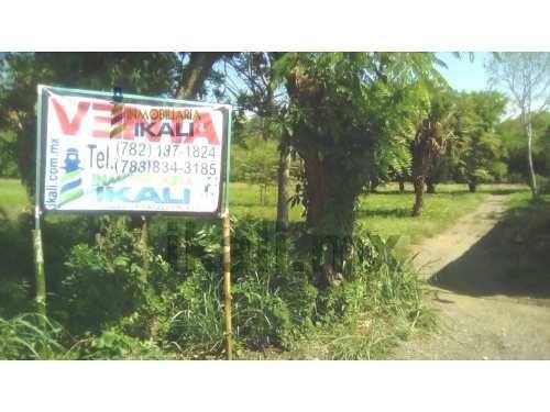 vendo hectareas poza rica de hidalgo ver es un terreno de 6 hectáreas que se encuentra ubicado en el km. 40 a unos cuantos metros de la carretera a cazones,  cuenta con los servicios públicos de ener