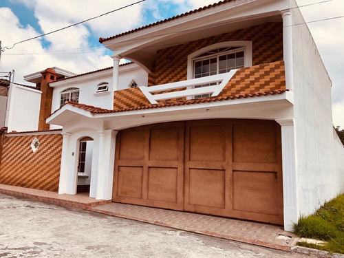 vendo hermosa casa, ambientes amplios, excelente ubicación