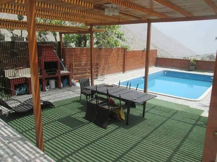 vendo hermosa casa con piscina...