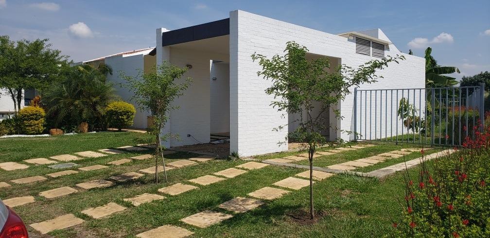 vendo hermosa casa totalmente remodelada en hacienda el cast