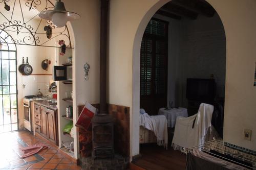 vendo hermoso chalet de 4 ambientes en villa bosch..........
