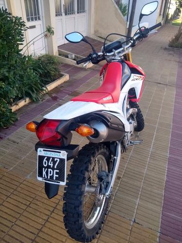 vendo honda crf l 250cc modelo 2014 con 14.000km.