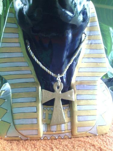 vendo imagen egipcia, en montaje de anubis, incluye  base