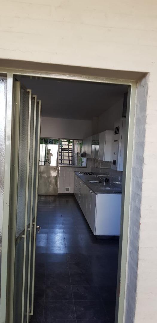 vendo importante casa en guemes 3 dormitorios