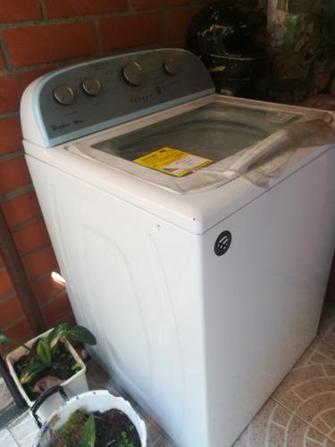vendo lavadora. whilpool. 18 kg. como nuevo. se compro en 2.