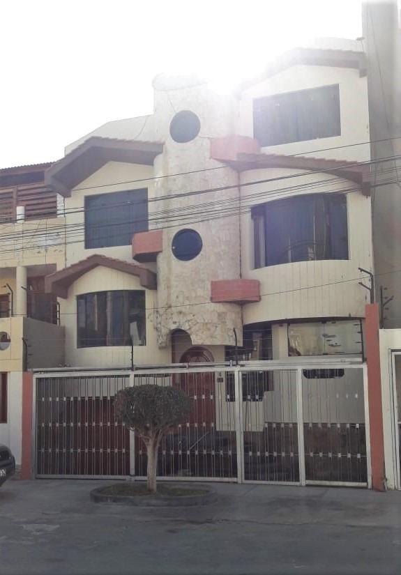 vendo linda casa 3 pisos- chiclayo-urb. los abogados
