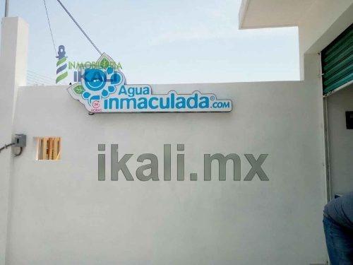 vendo local comercial colonia azteca de tihuatlan veracruz, se encuentra ubicado en la calle miguel de cervantes cuenta con 80 m² de terreno y 36 m² de construcción, está equipado con purificadora de