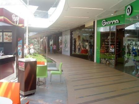 vendo local comercial unicentro 2do piso 63,40 m2