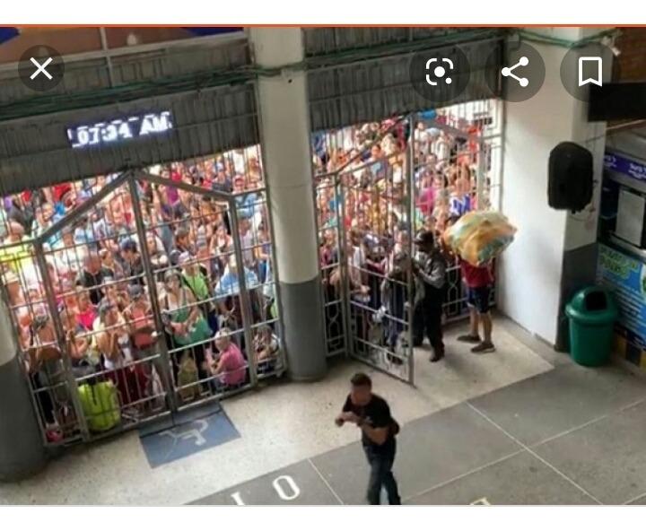 vendo local en el centro comercial oiti