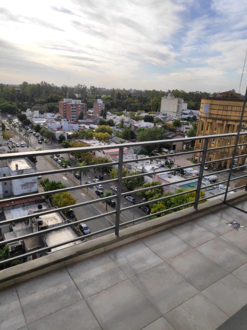 vendo loft en abasto - hermoso con balcon al frente - comodo y funcional