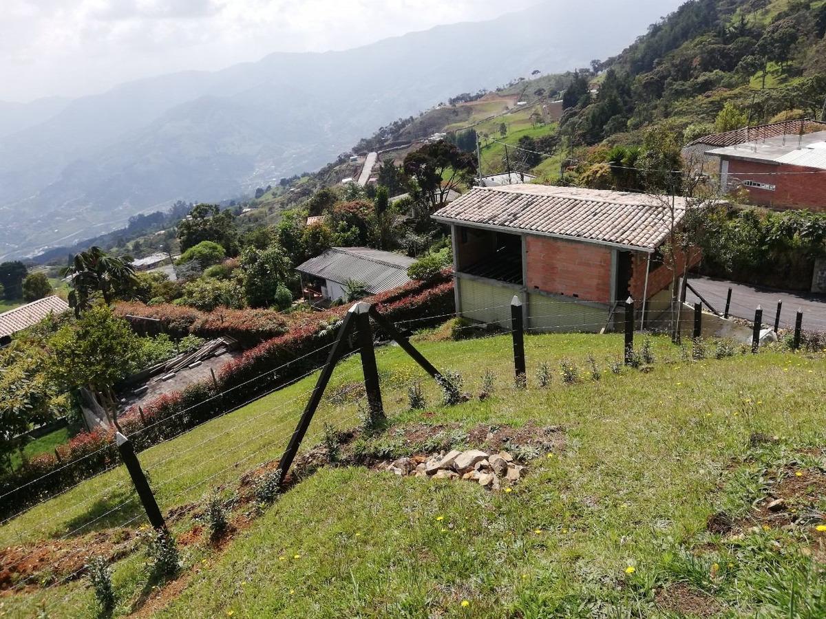 vendo lote con casa en obra san cristobal medellin 905 mt2