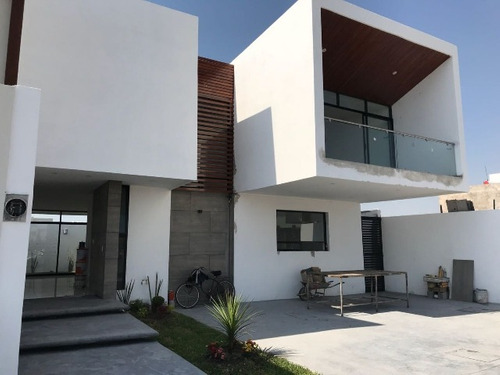 vendo lujosa casa en el roble residencial