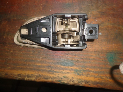 vendo manigueta delantera izquierda de lexus gs300 año 1996