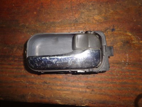 vendo manigueta trasera derecha de nissan xtrail, año 2007
