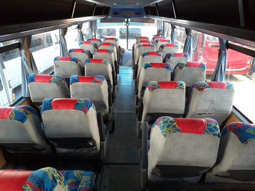 vendo minibus saldivia 35 pax con baño.