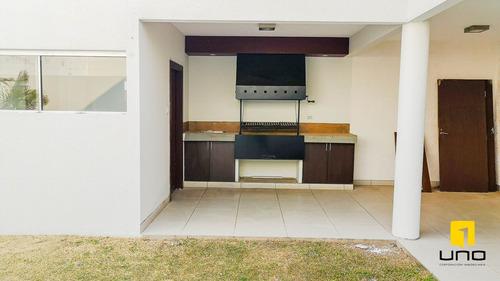 vendo moderna casa en barrio urbari
