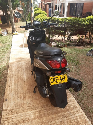 vendo moto bwis modelo 2020  con papeles hasta mayo 2022