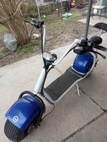 vendo moto electrica impecable estado, pocos uso.andando
