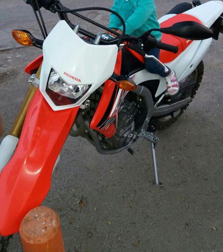 vendo moto honda crf250 enduro casi nueva
