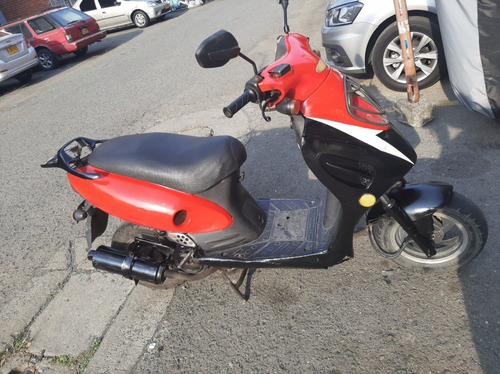 vendo moto scooter um gp1 125cc modelo 2005