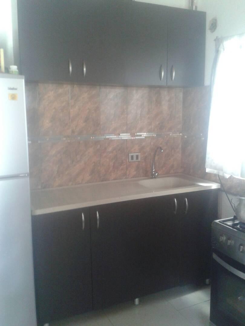 Vendo Mueble De Cocina De Melamina Con Tope De Fibra Y Cuarz - Bs. 1,50
